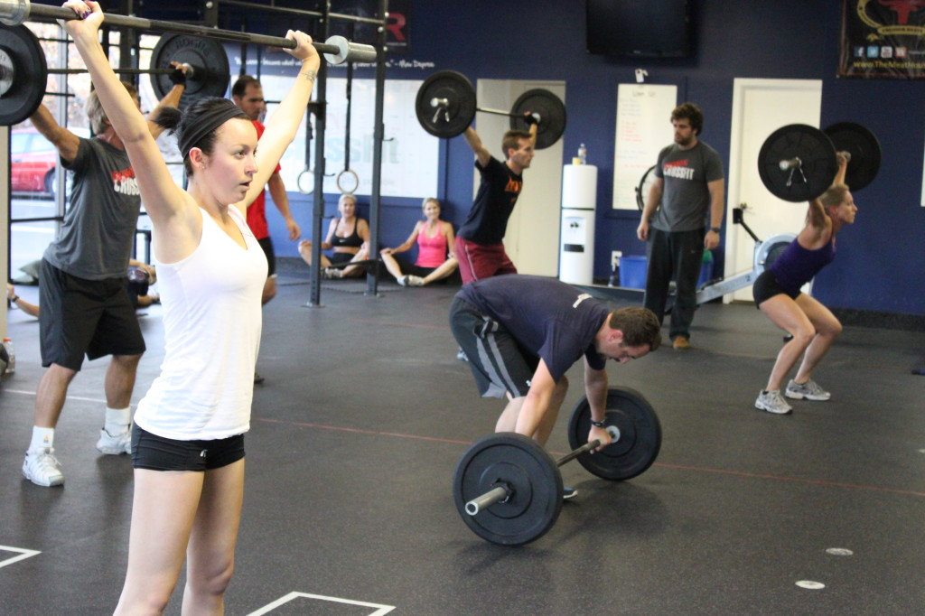 Кроссфит - это функциональный тренинг в компании или без