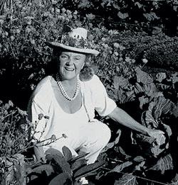 Патриция Брэгг в собственном саду