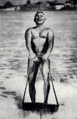 На водных лыжах Брэгг кататься действительно любил, но к его кончине это увлечение отношения не имело