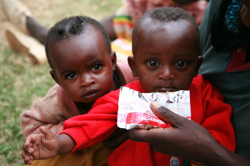 Children_receive_PlumpyNut_nutritional_aid_in_Ethiopia_(5933857157)