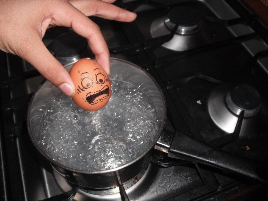 Как есть яйца – сырыми или вареными?
