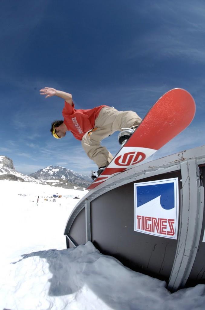 Alps2Alps-Snowboarding-in-Tignes