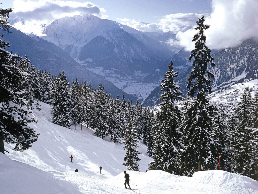 Skiing-in-the-Swiss-Alps