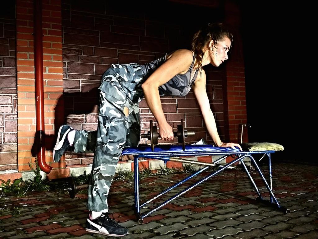 Лена Кузнецова тренируется дома сама и вдохновляет других
