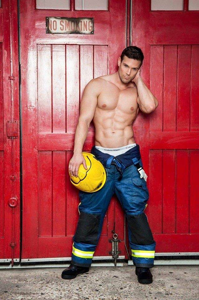 Обнаженный Пожарный