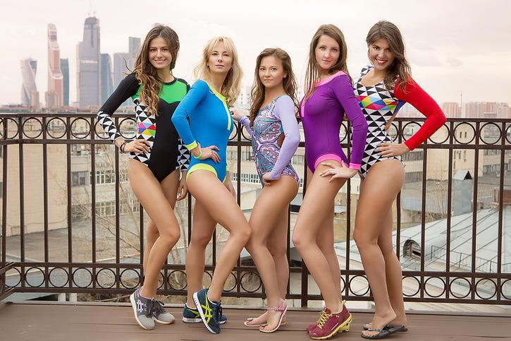 Даша Тетерятникова и ее подруги демонстрируют коллекцию SurfLove