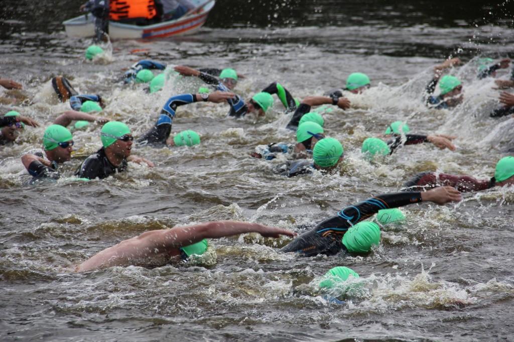 Спортсмены на дистанции A1 Triathlon в Санкт-Петербурге
