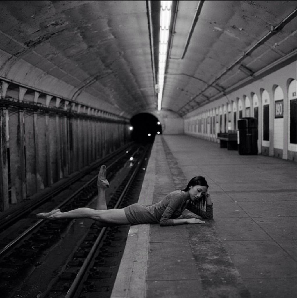 Alexandra Jacob в Нью-Йоркском метро.