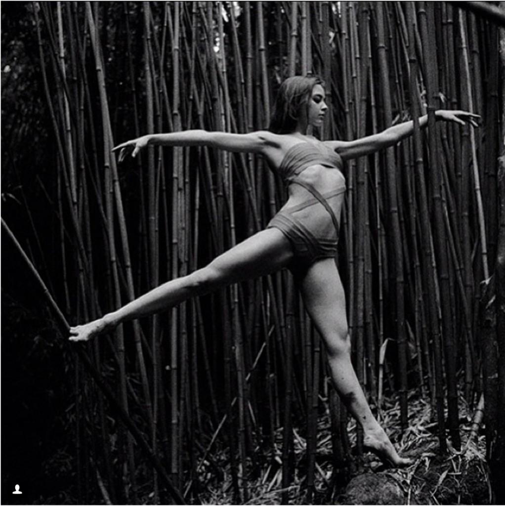 Балерина Zarina Stahnke из Dresden Semperopera Ballet отдыхает на Мауи.