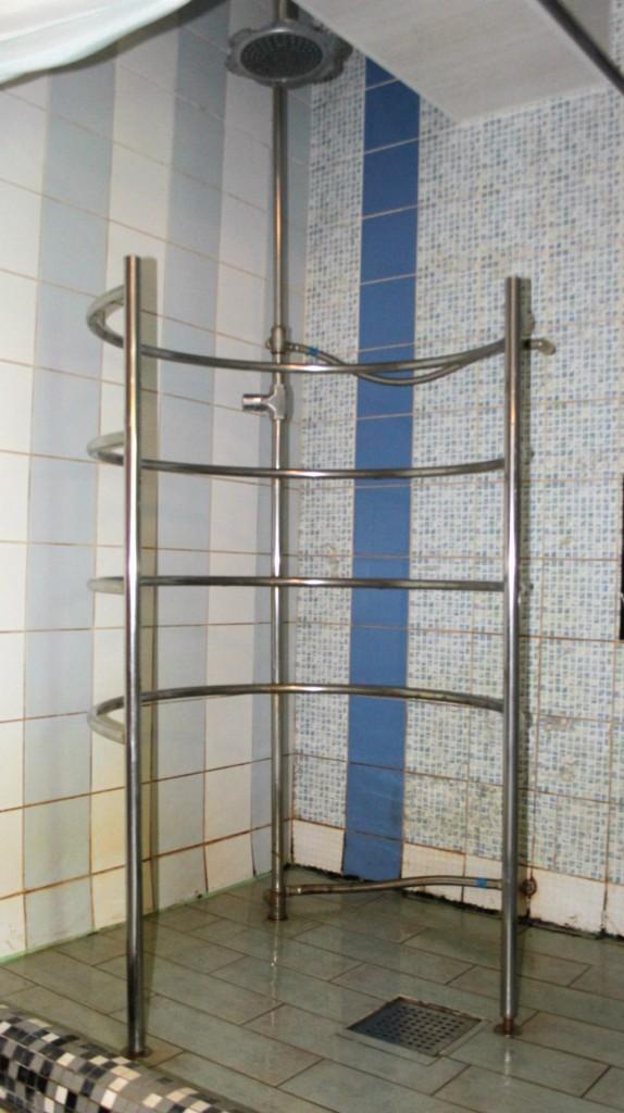 Самый известный из специализированных оздоровительных душей - тот самый душ Шарко.