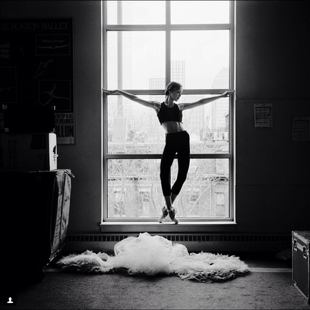 Балерина Kelsey Ivana-Hellebuyck из Pennsylvania Ballet в Бостоне.