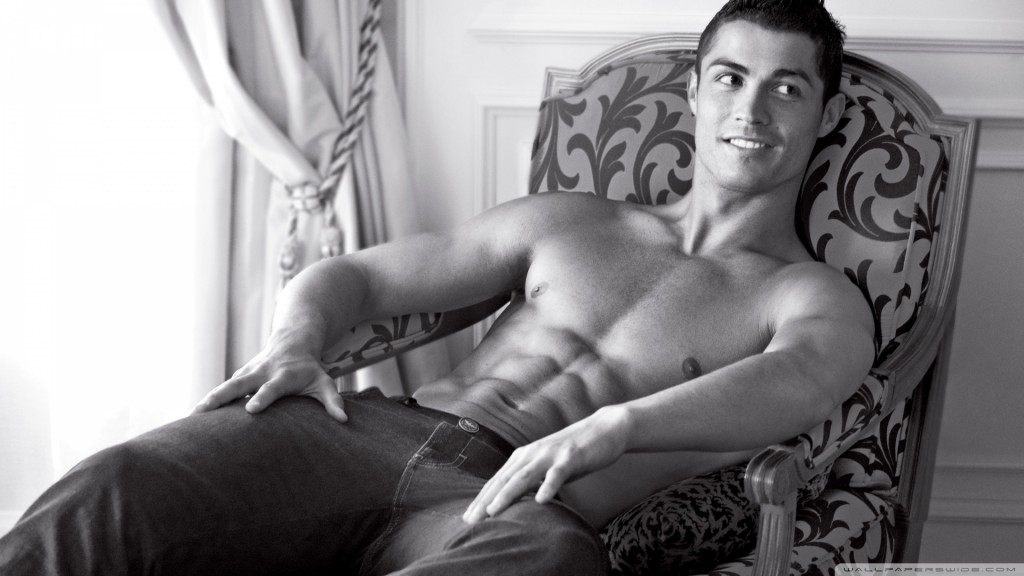 Top-10-Best-Male-Abs-In-Hollywood-Cristiano-Ronaldo