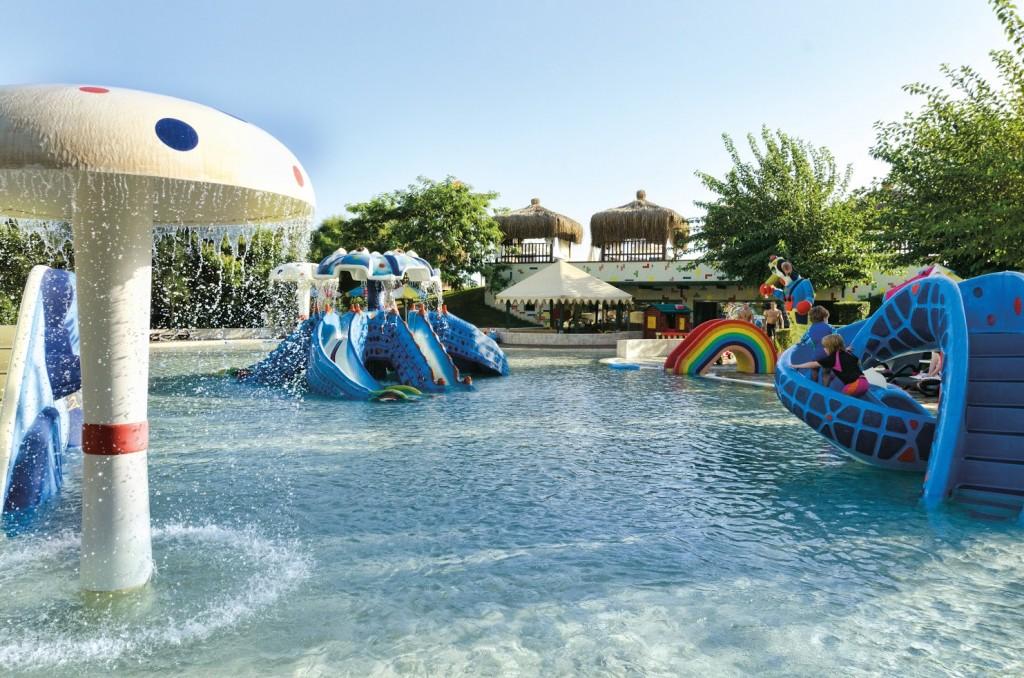 -i-content-1892_3_Gloria_Verde Resort_Gogi_Kids_Club1