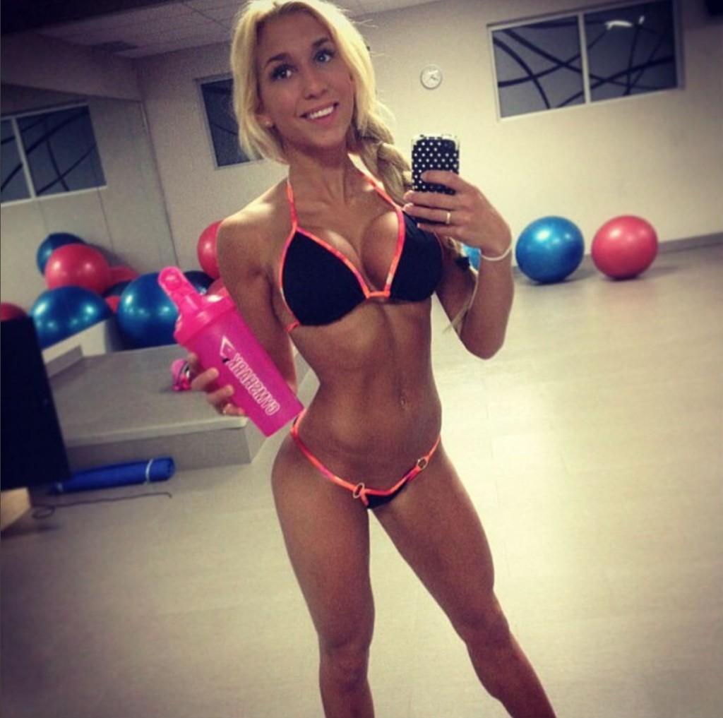 голые_фитнес_модели_20