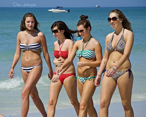 Процент жира в норме, а в одежде такие девочки выглядят очень худенькими