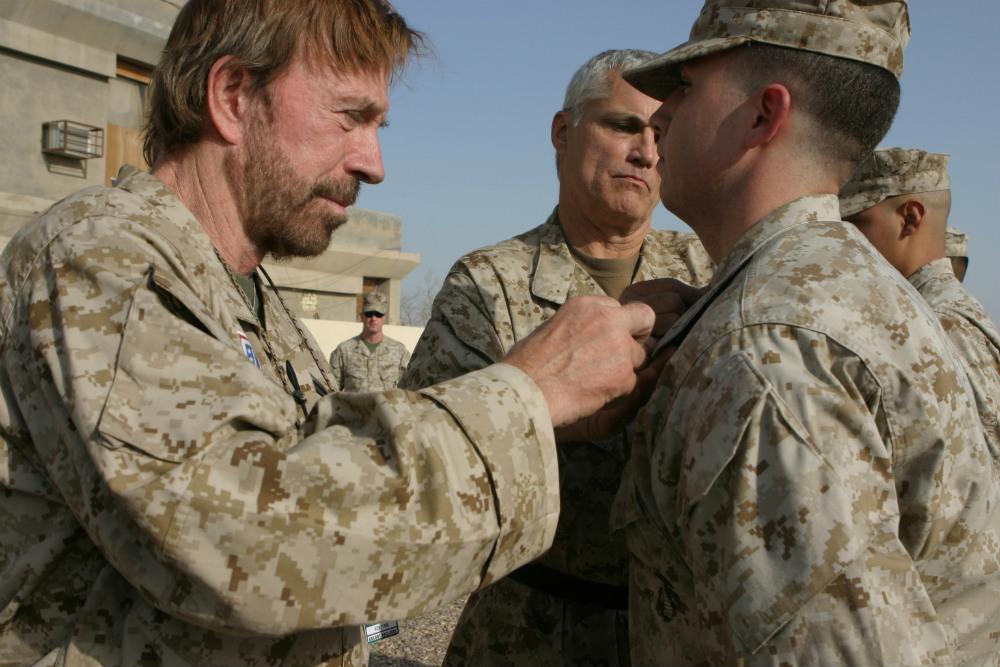 Chuck_Norris_in_Iraq_in_2006
