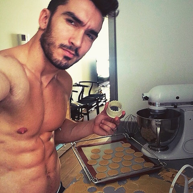 Hot-Guys-Cooking-EMGN17