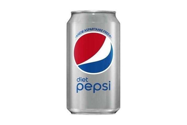 """На прилавках в США появились банки Diet Pepsi с надписью """"NOW ASPARTAME FREE"""", но в России мы таких не увидим."""