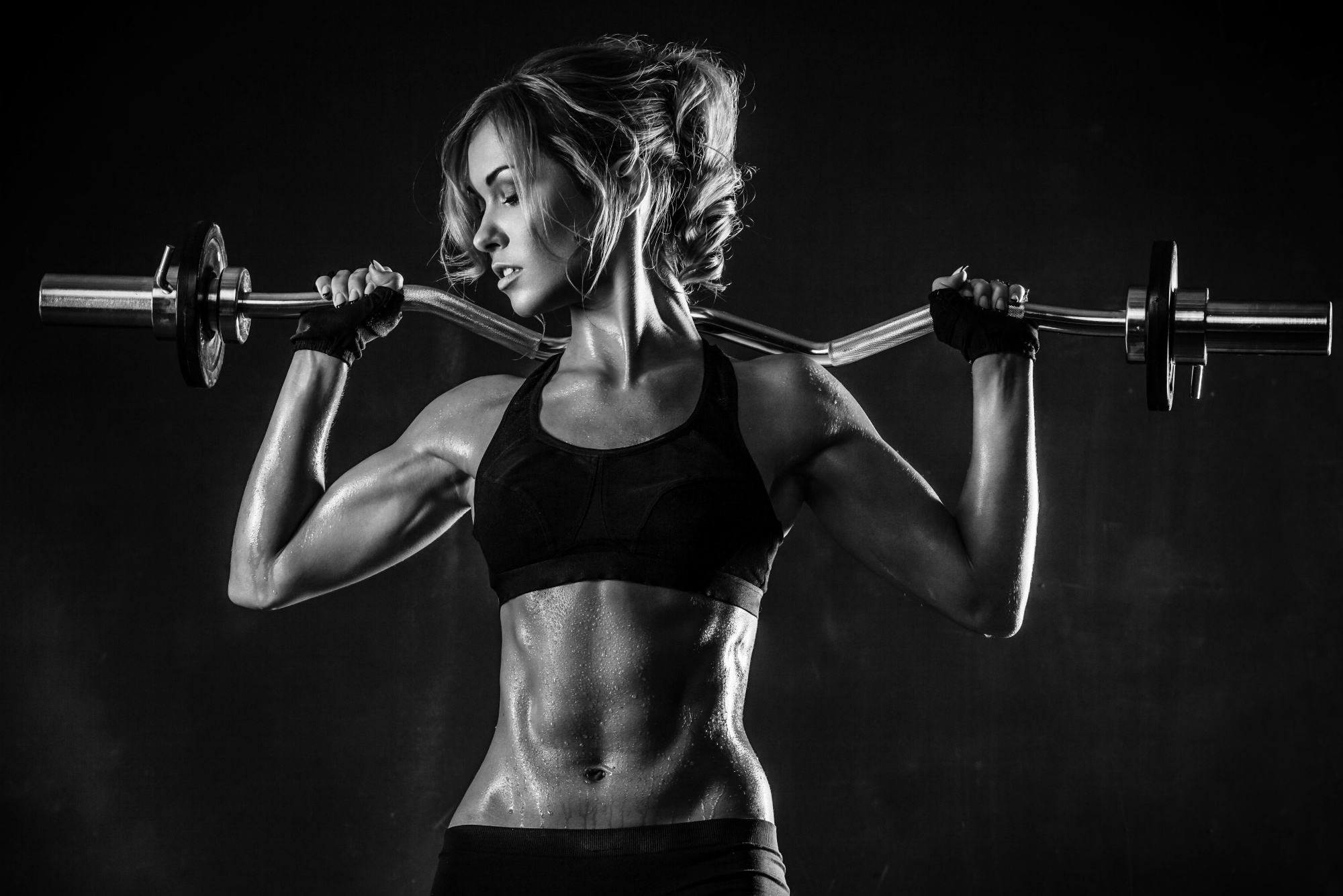 gray_brutal_athletic_woman_pumping_up_muscles_hd-wallpaper-1866122