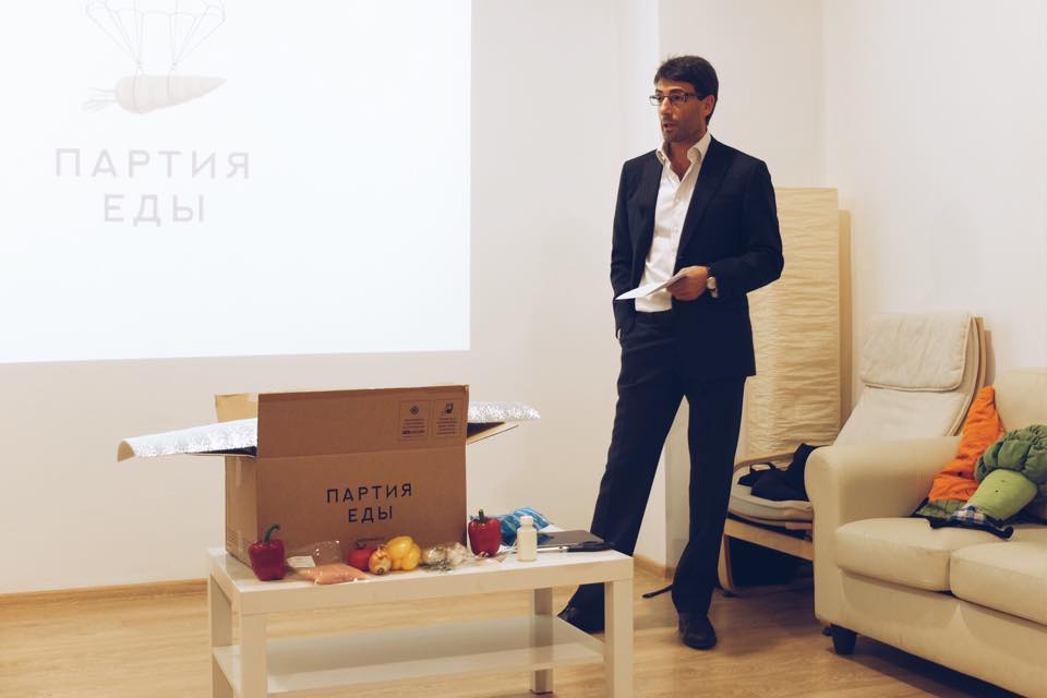 "Эдуард Тиктинский во время презентации ""Партии еды""."