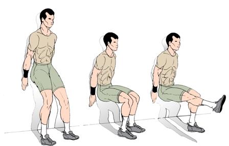 Увеличить нагрузку при изометрическом приседе у стены можно, подняв одну ногу.