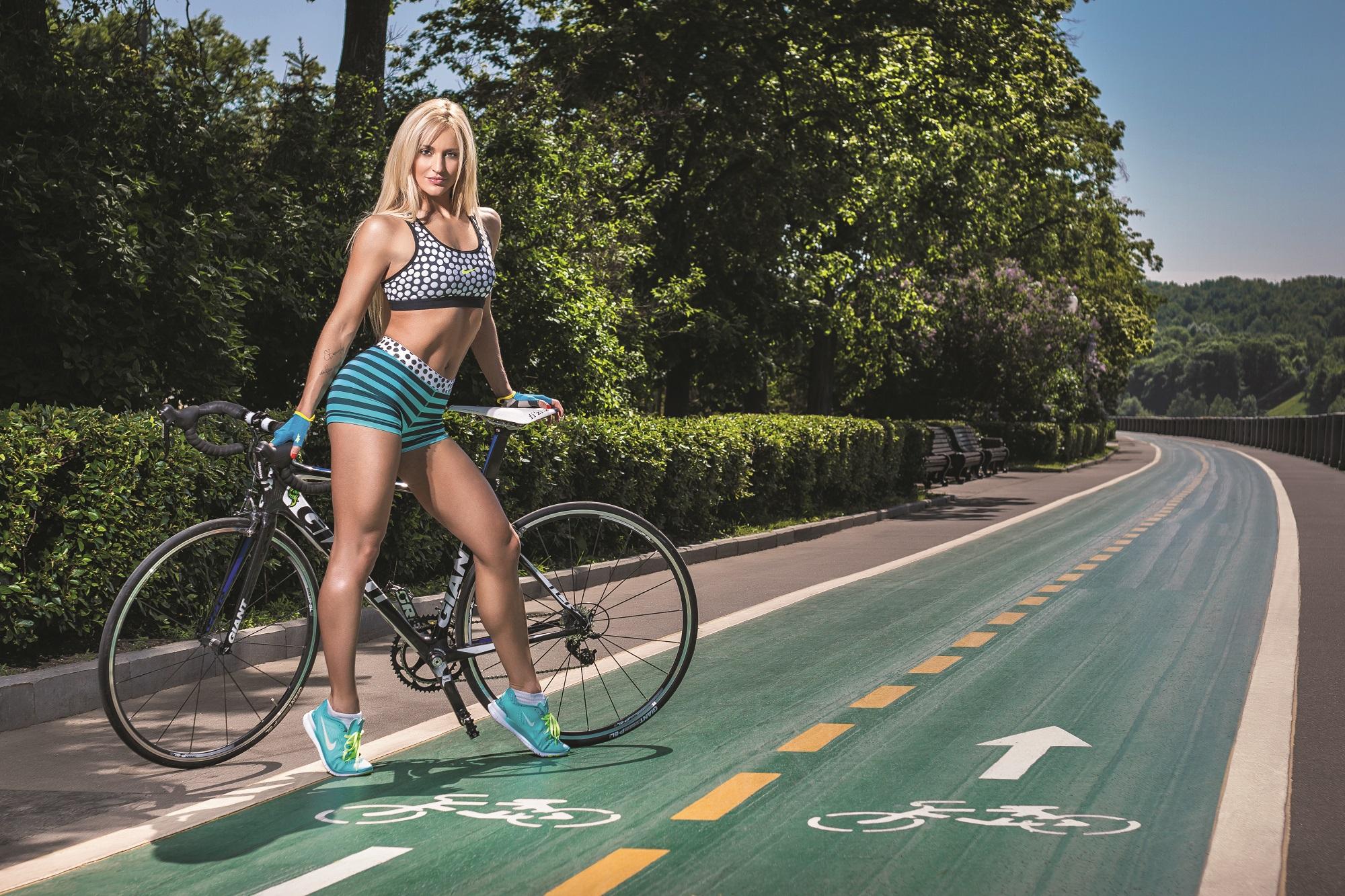 Екатерина Лаптева фотосессия с велосипедом