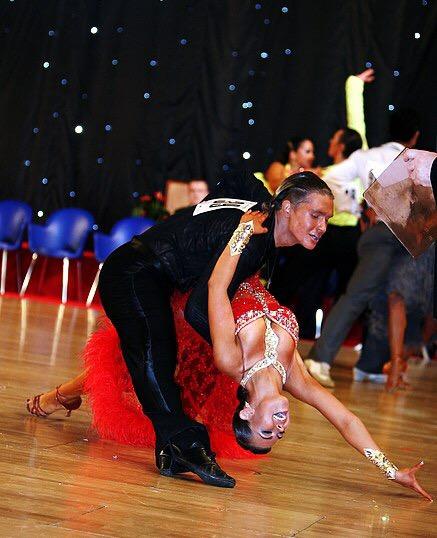 Екатерина Жбанова танцует