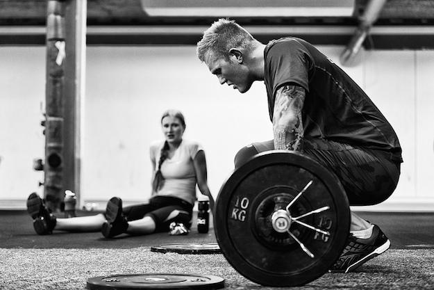 мужчина,  черно-белое фото, тяжелая атлетика, рывок