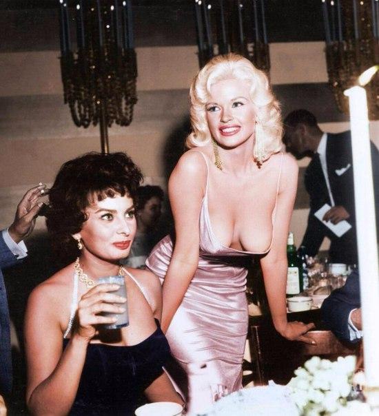 Актрисы Софи Лорен и Джейн Мэнсфилд, 1957 год