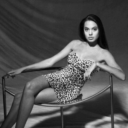 Анджелина Джоли, 1990
