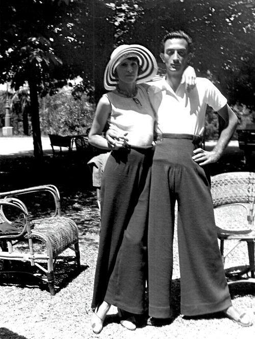 Историческая фотография Сальвадора Дали и его жена Гала Дали в 1935 году