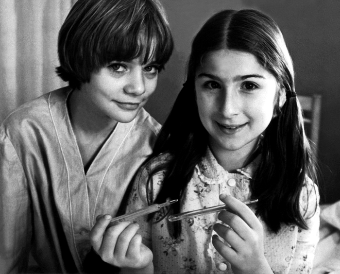 Наташа Гусева (Алиса) и Марьяна Ионесян (Юля) во время съемок фильма «Гостья из будущего», Москва, 1984
