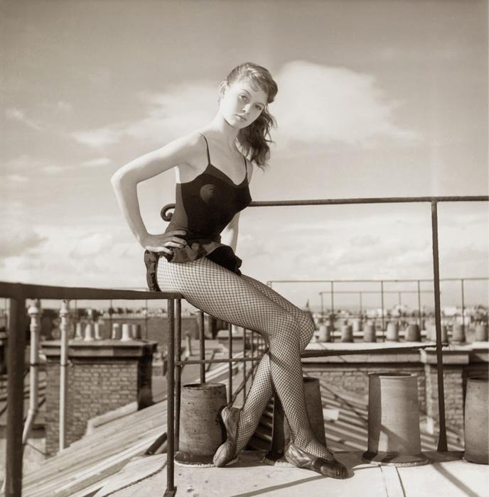 18–летняя Брижит Бардо, фотосессия на крыше, 1952 год