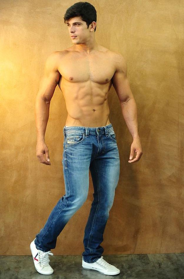 парни в джинсах голые