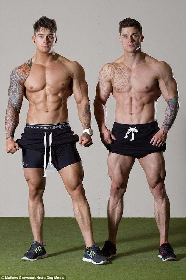 ебу постоянно мускулистый парень с двумя том, что