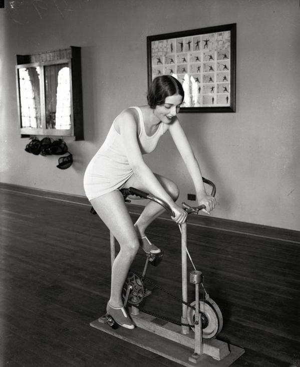 Мисс вселенная Ella Van Hueson, 16 июня 1928