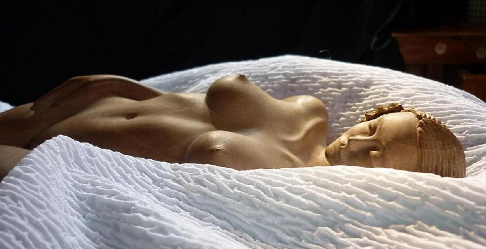 White Passion is a sculpture by Carlos Baez Barrueto