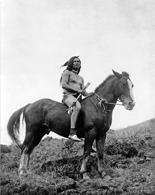 nez_perce_warrior_on_horse