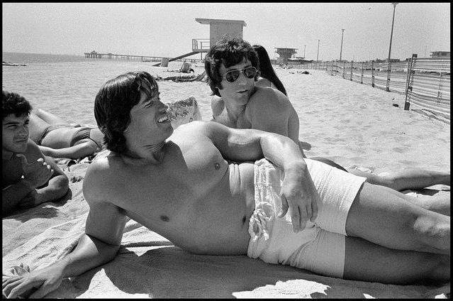 Арнольд Шварцнегер отдыхает на пляже, США, 1977 год