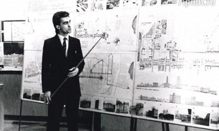 Вячеслав Бутусов на защите диплома. Свердловск, 1983 год.