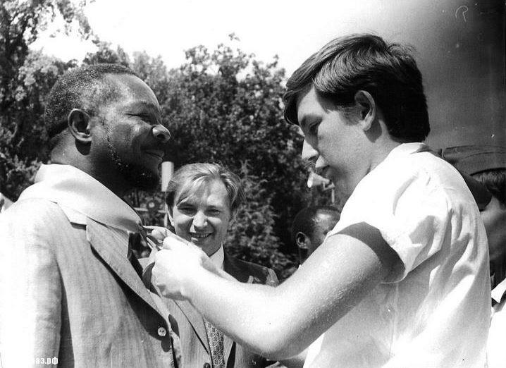 Людоед Жан–Бидель Бокасса 28 августа 1973 г. в Артэке