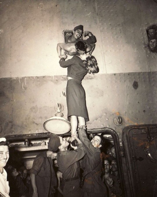 Марлен Дитрих, 1945
