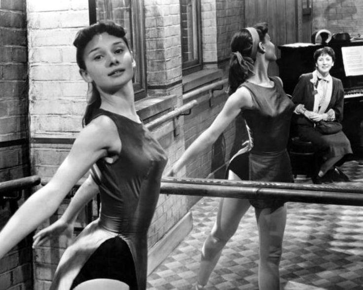 Одри Хепберн на съёмках фильма The Secret People, 1952, Великобритания
