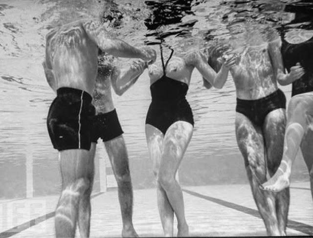 Первая модель топлесс–купальника от Руди Гернрайха, 1964