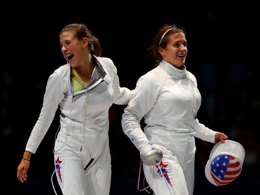 Сестры Келли Херли (слева) и Кортни Херли - вторую Олимпиаду вместе.