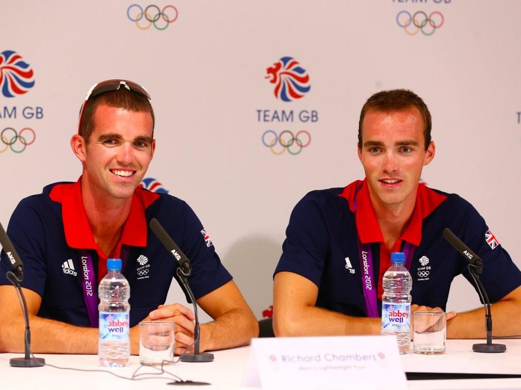 Ричард Чамберс (слева) и его младший брат Питер завоевали серебро в гребле.
