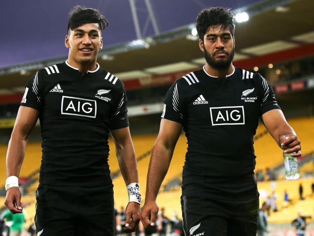 Братья Риеко Иоане (слева) и Акира Иоане играют в регби за Новую Зеландию.
