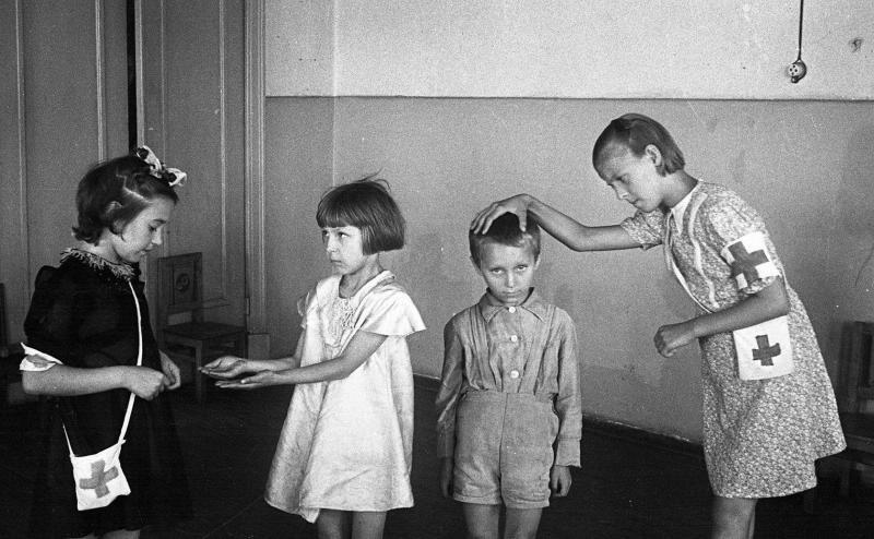 Гигиена в школе № 113, 1949 год, Москва, РСФСР, СССР