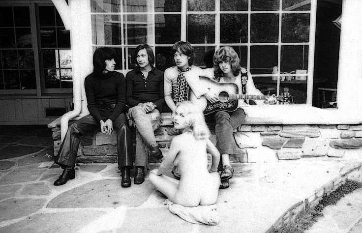 Горничная развлекает Rolling Stones, 1969 год, Лос–Анджелес, фотограф Terry O'Neill