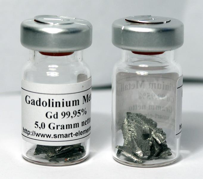 Металлический гадолиний. В контрастных препаратах используется комплекс иона Gd2+ с макроциклическим органическим лигандом.